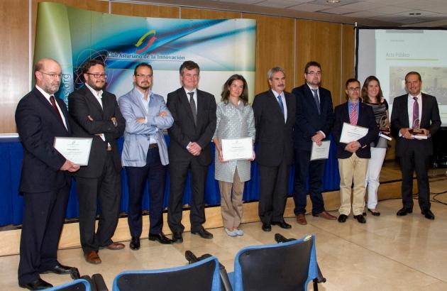 Entrega de los diplomas a los nuevos socios y Premios Socio Innovador del Año del CAI con las autoridades