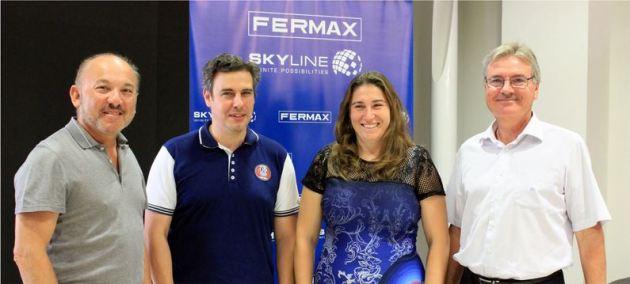 Fernando Maestre, Consejero Delegado y Juan Francisco Sebastián, Director General de FERMAX, junto a Ana Pérez y Pedro Coto, dirección de INGENIUM.