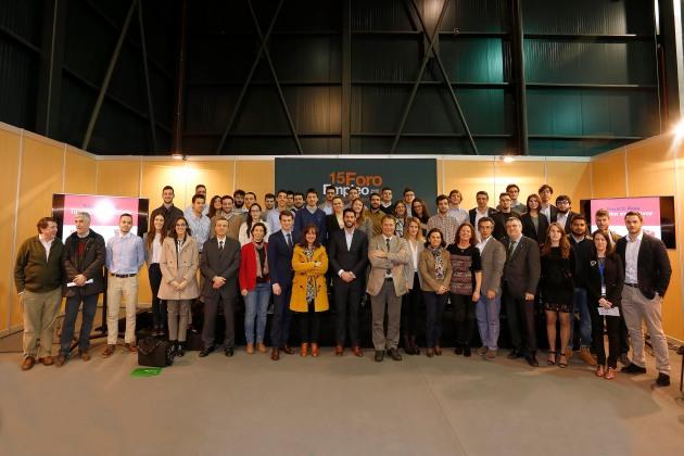 Integrantes de los equipos, propietarios de los retos empresariales, miembros del Jurado, Paco Prieto y representantes EPI y FUO.